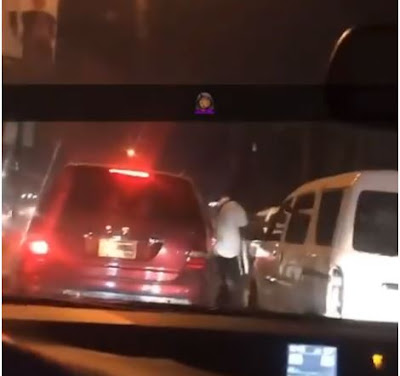Two Angry Men Park Their Cars In The Middle Of A Busy Lagos Road Just to Fight (Watch Video)