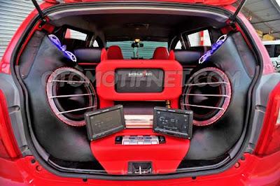 Modifikasi Mobil Ayla Merah