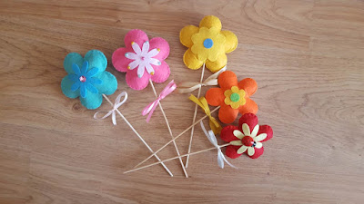 A bouquet of felt flowers
