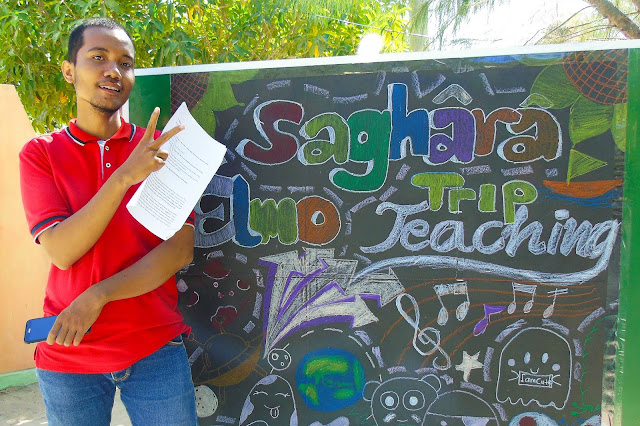 ariel ardian relawan kegiatan trip teaching Saghara Elmo