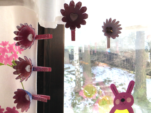 flower clothes pegs kukkapyykkipojat