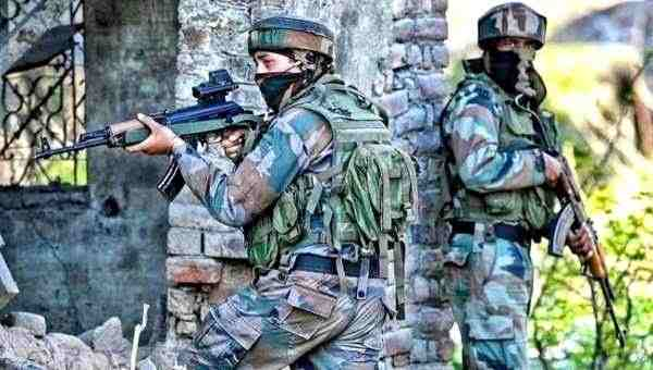 indian security forces fighting with naxals