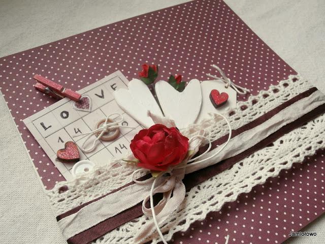 ozdoby na kartce-kwiatki, drewienka, koronki i wstążki