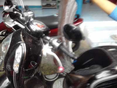 Cara Membersihkan Noda Hitam Jok Honda Scoopy