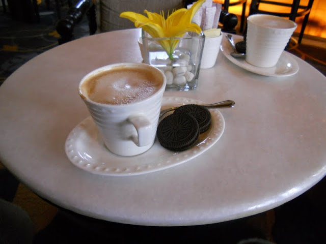 Points of Interest in Agra India: Coffee and cookies at the ITC Mughal Hotel