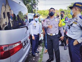 Satlantas Polrestabes Semarang Lakukan Penertiban 3 Mobil Travel Terjaring Razia