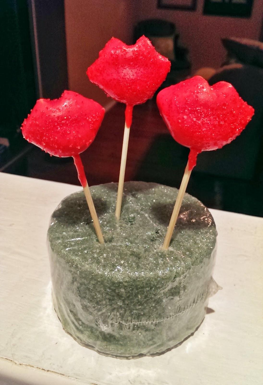 meg made creations red lips cake pops recipe decorating instructions. Black Bedroom Furniture Sets. Home Design Ideas