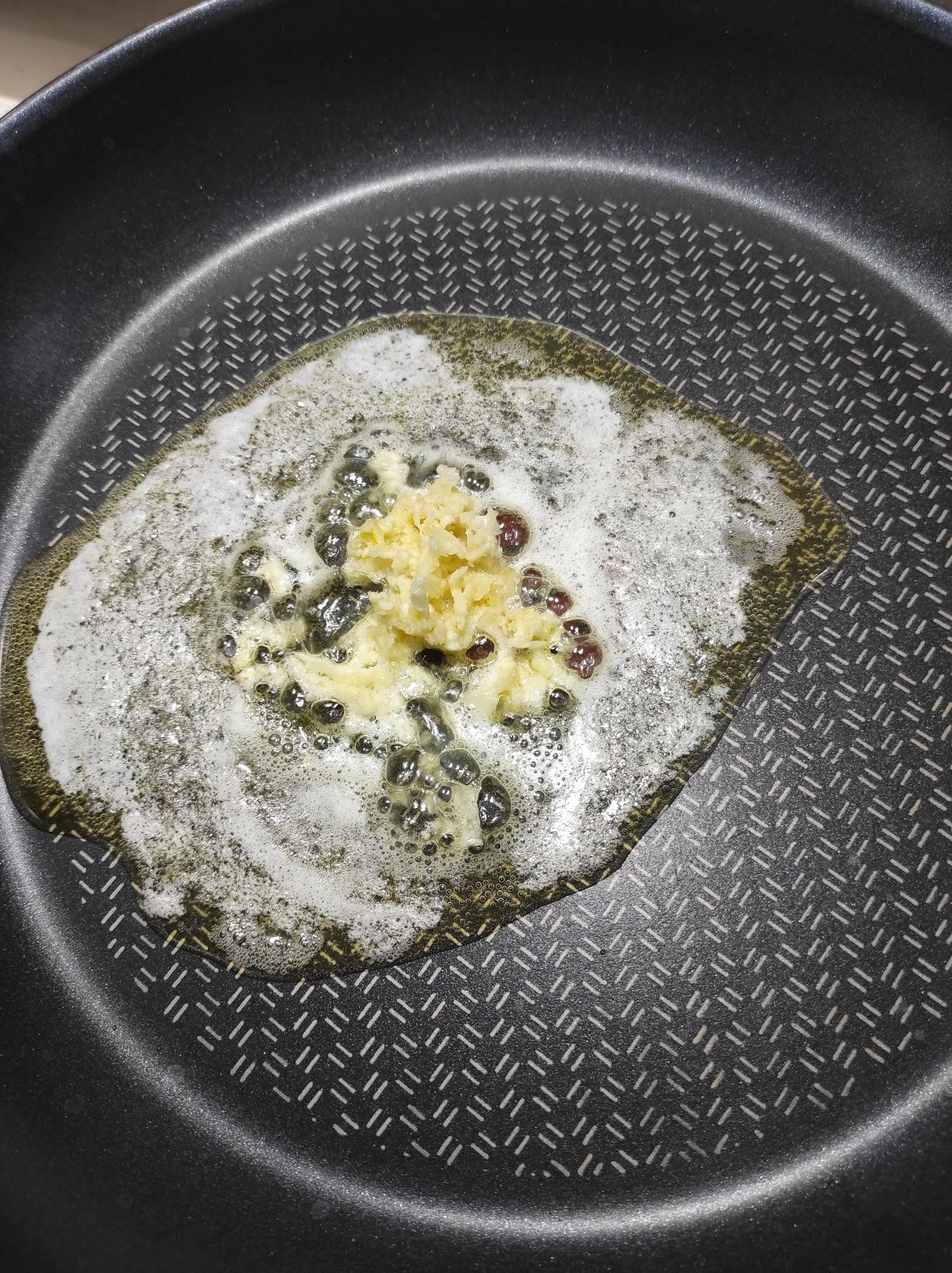 Przepis na makaron z cukinią i jajkiem sadzonym