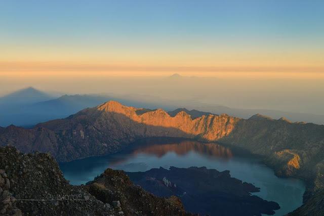 Menjemput sunrise di puncak gunung rinjani