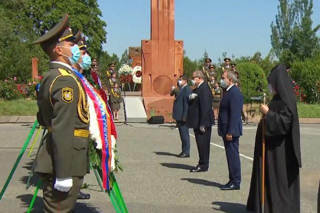 Líderes de Armenia y Artsakh visitan Sardarapat