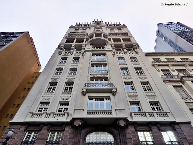 Perspectiva inferior da fachada do Prédio Sampaio Moreira - Centro - São Paulo