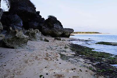 Tebing karang di Pantai Geger yang menjaga deru ombak