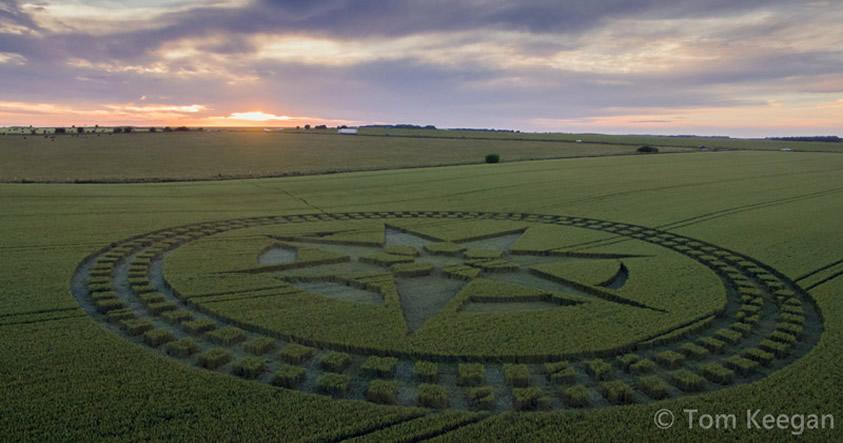 Crop circle reportado el 8 de julio (2016) a pocos metros de Stonehenge