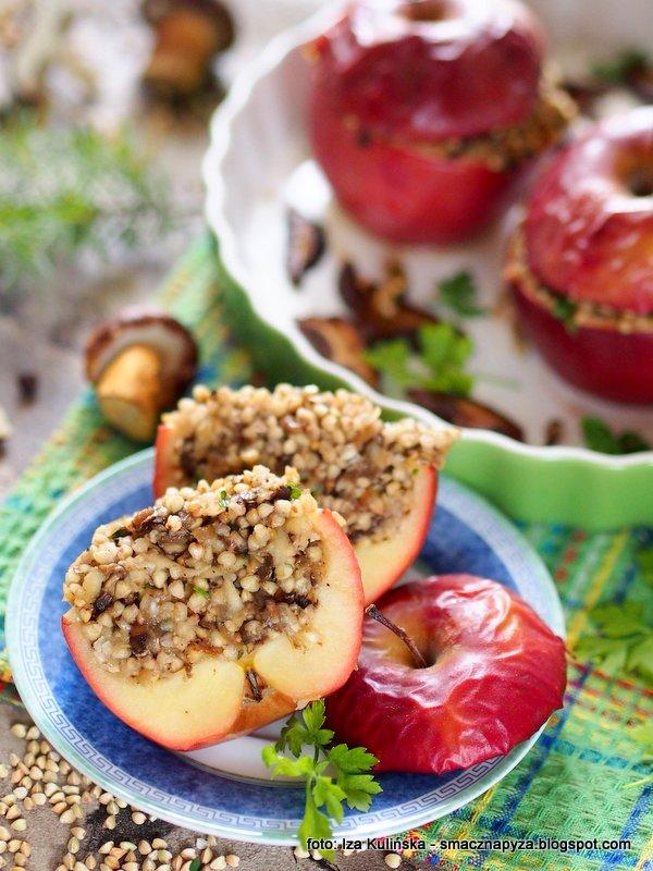 jablka nadziewane, jablka grojeckie, jabluszko z pieca, kasza gryczana, grzyby, obiad bez miesa,