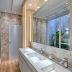 Banheiro aberto para o jardim de inverno revestido com pedras e madeira!