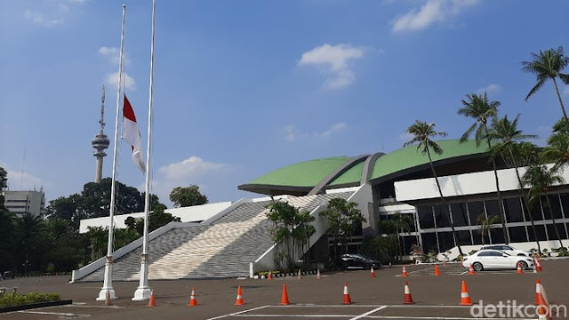 Peringati G30S/PKI, DPR RI Kibarkan Bendera Setengah Tiang