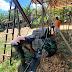 Satgas TMMD 110/ Kodim Mempawah Gotong Royong Perbaiki Kantor Desa Tolok
