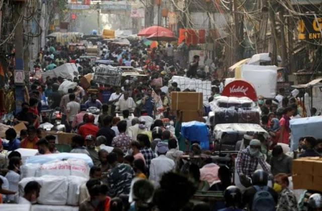 लोग कोरोना को लेकर बरत रहे हैं लापरवाही, केंद्र सरकार की चेतावनी- तीसरी लहर को न समझें मौसम का अपडेट