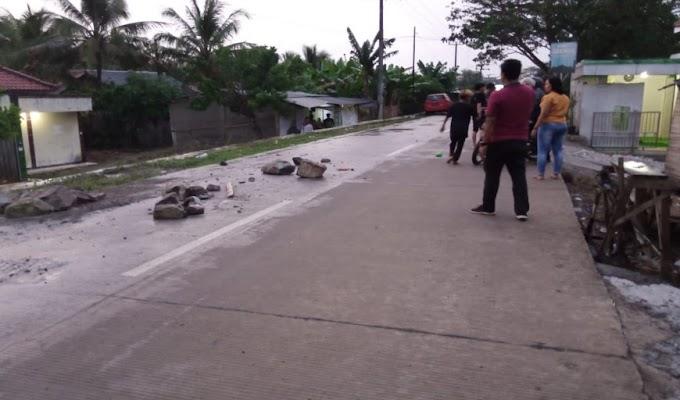 Akibat Tidak Ada Rambu di Proyek Desa Cakung, Dua Pengendara Jadi Korban Lakalantas
