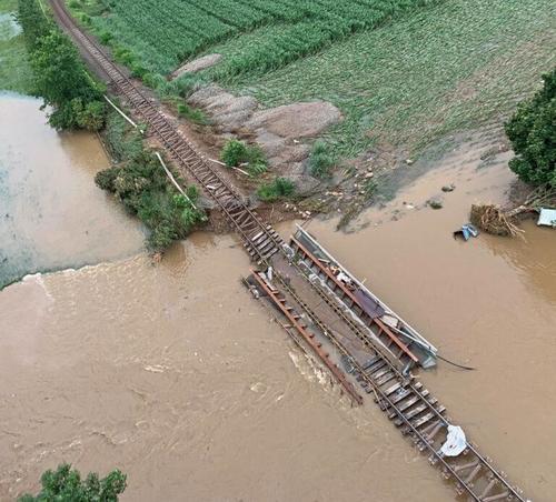 Le inondazioni chiudono le linee ferroviarie in Europa per mesi o più