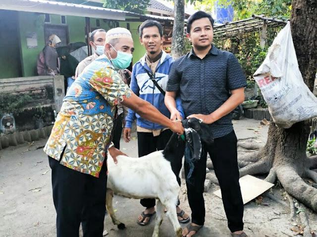 Achmad Sukisman Azmy dan Tim ASA Center salurkan Paket Qurban Sepulau Lombok