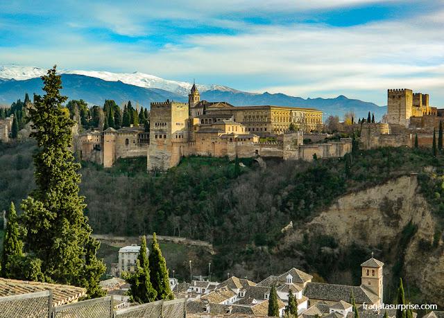 Granada: a Alhambra vista do Mirante de San Nicolás, no Albaicín