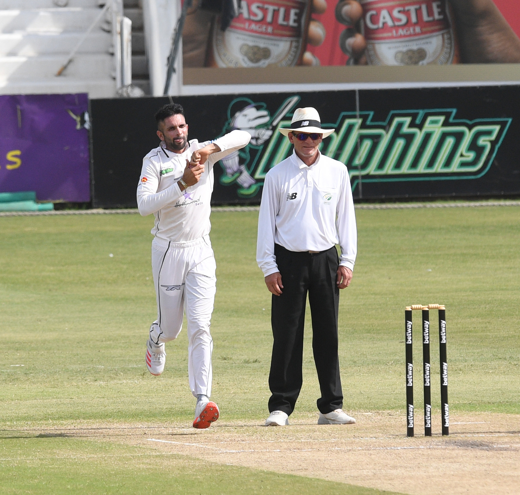 Maharaj five-for gives Dolphins the edge