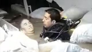 بالفيديو: غواصون ينقذون إمراة عالقة في قبو غمرته سيول الأمطار في ولاية أضنا
