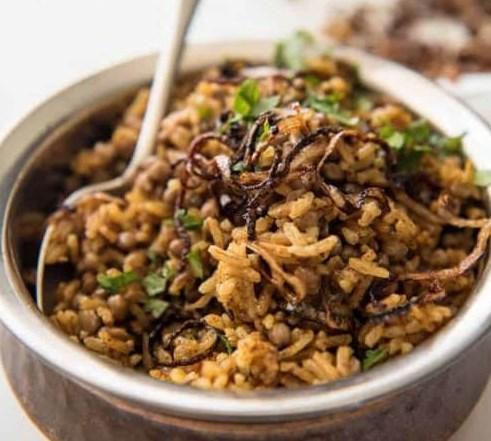 Middle Eastern Spiced Lentil and Rice (Mejadra) #vegetarian #vegan