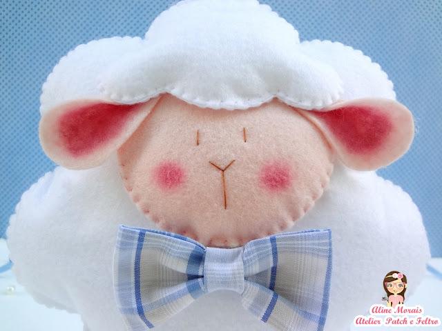 ovelha de feltro com gravatinha gravata decoraçao lembrança