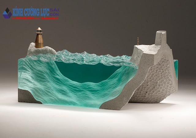 Những mảng kính đại dương xanh của Ben Young