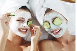 Perawatan wajah alami dengan menggunakan sayuran dan bahan lain dari dapur anda