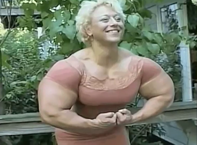 Video Huge muscular Female bodybuilder has some huge Arms ! female Arms weight training program.