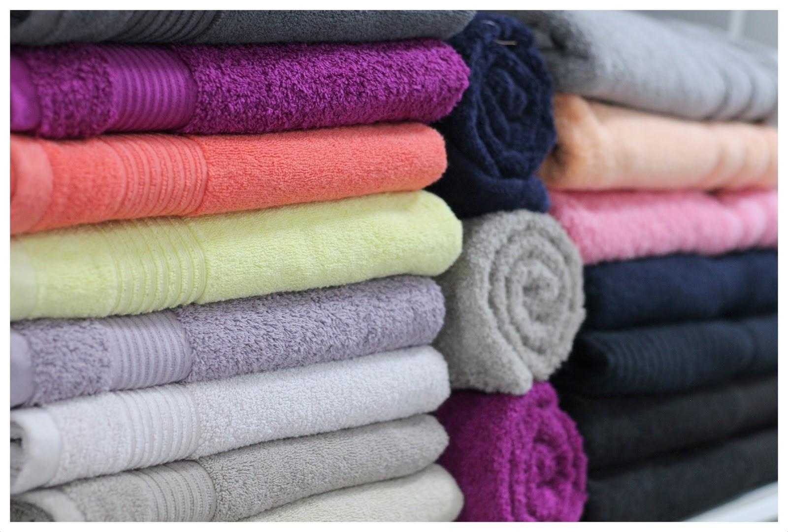 Come piegare gli asciugamani per guadagnare spazio e fare ordine in bagno maghella di casa - Asciugamani bagno firmati ...