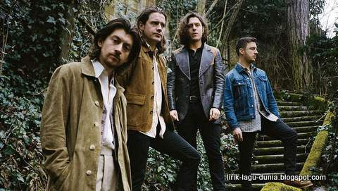 Lirik Lagu Arctic Monkeys - Four Out Of Five dan Terjemahan
