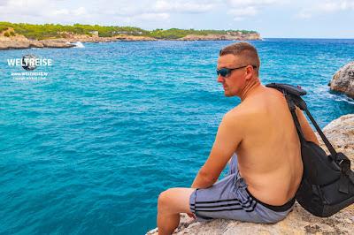 Engel genießt die Aussicht auf Mallorca.