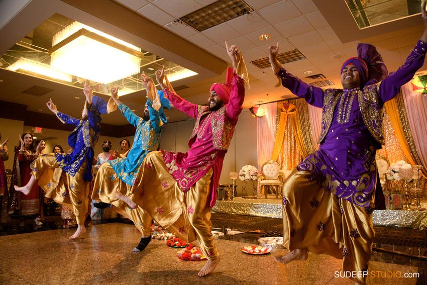 Bhangra dance at Pakistani Wedding Shaadi Mehendi Photography by SudeepStudio.com Ann Arbor South Asian Muslim Wedding Photographer