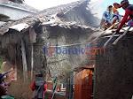 Tak Layak Dihuni, Pemdes Sumbon Bedah 5 Rumah Warganya yang Membutuhkan