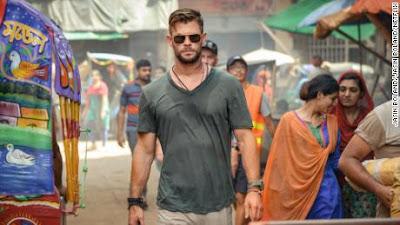 Chris Hemsworth sebagai Tyler Rake