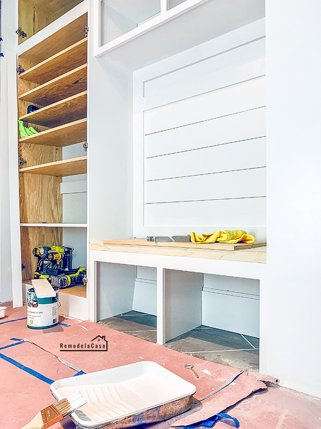 how to build a bench for the mudroom