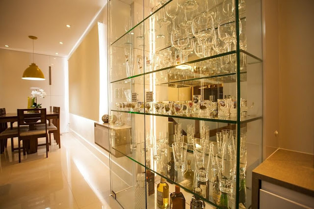 decoração-moderna-cristaleira-de-vidro