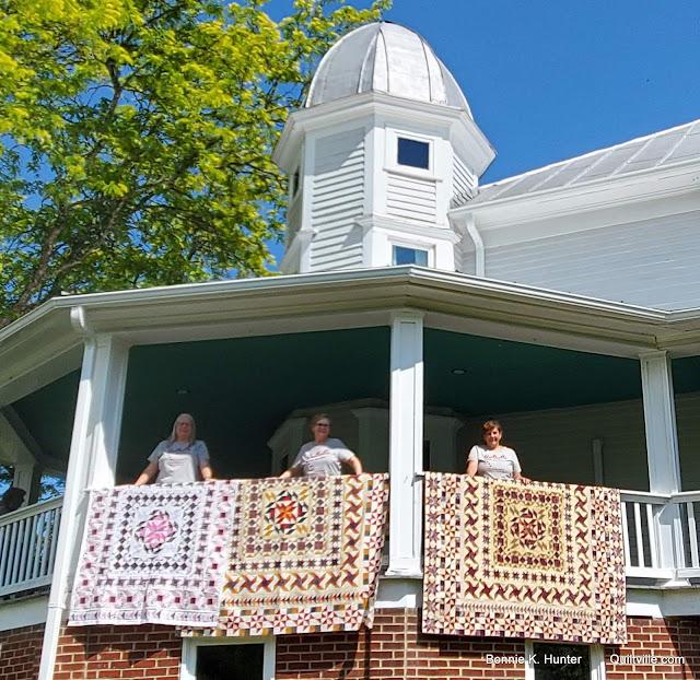 Quiltvillians Around the Porch!