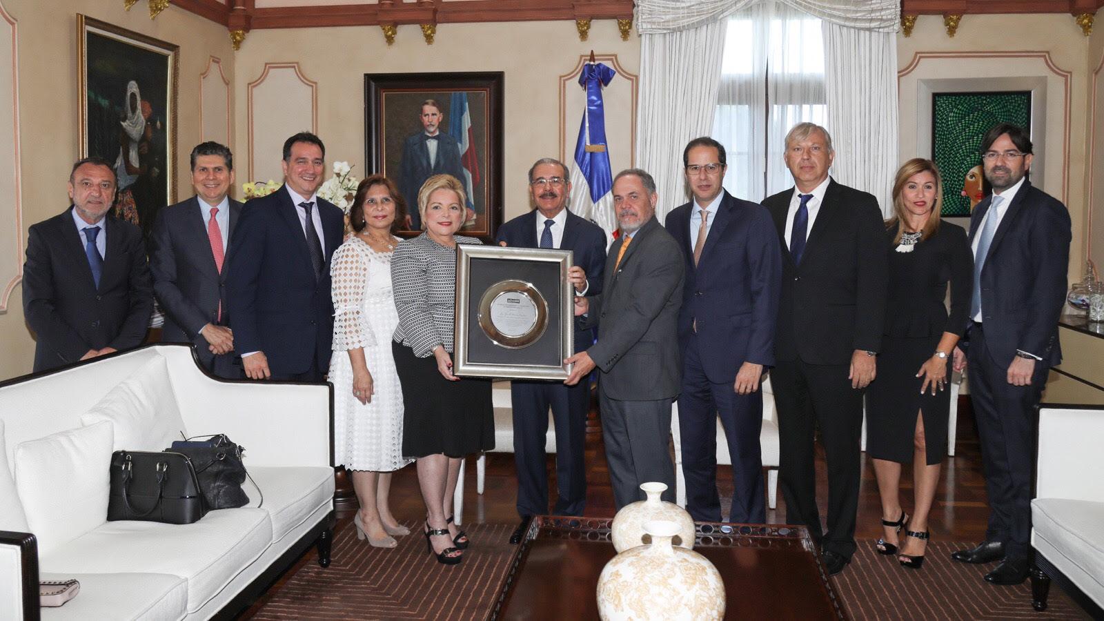 ADOCEM reconoce a Danilo Medina por energizar la construcción