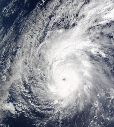 Φιλιππίνες - Τουλάχιστον 16 νεκροί από τον τυφώνα Φανφόν