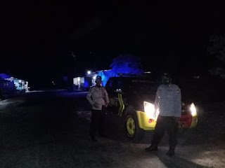 Untuk Menjaga situasi aman Dan Kondusif Personil Polsek Cendana Polres Enrekang Melaksanakan Patroli Blue Light