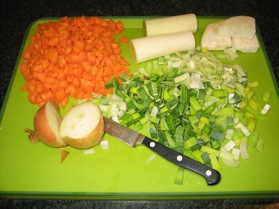 Gemüsesuppe kochen