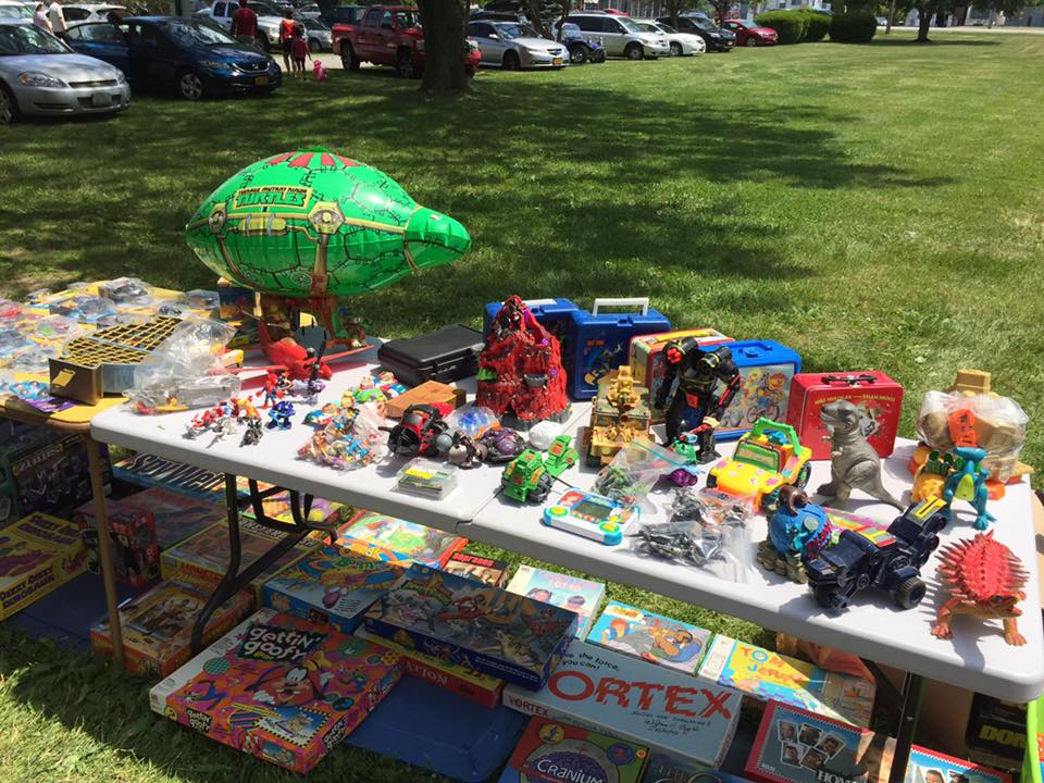 My Eyes Directly Went Toward Table After Table Filled With Toys, Toys,  TOYS!!! Check It Out, You Wouldnu0027t Believed It Even If I Described It: