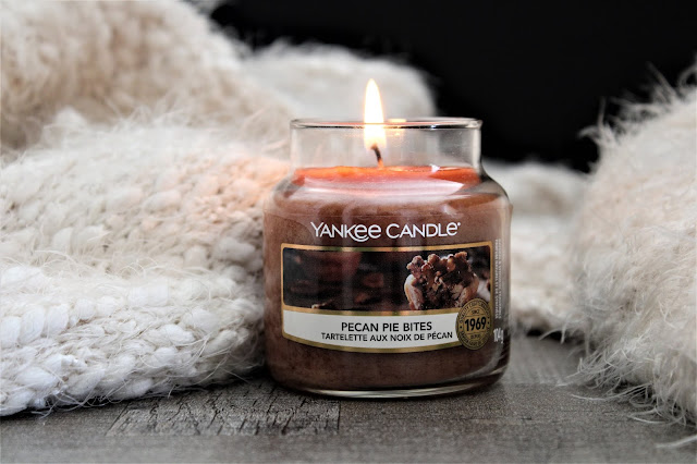 yankee candle pecan bites review, yankee candle pecan bites avis, yankee candle tartelette aux noix de pécan, yankee candle tartelette aux noix de pécan avis, bougie parfumée noix de pécan, yankee candle campfire nights,  bougie parfumée, bougie yankee, yankee candles, candle review, scented candle, avis yankee candle