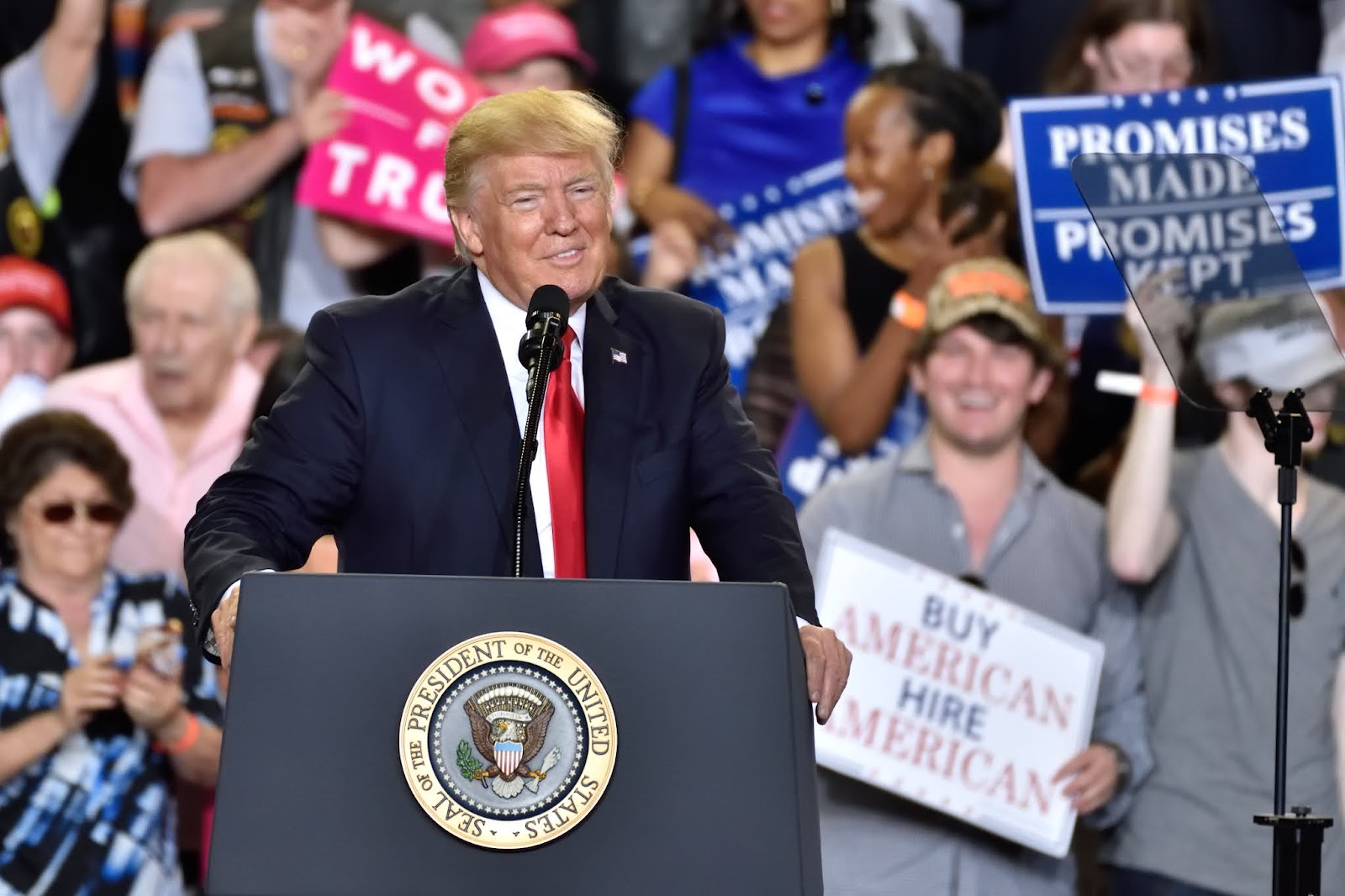 Nach ersten Hochrechnungen: Trump erklärt sich zum Sieger der Bundestagswahl