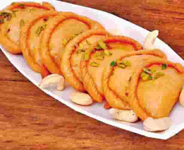 Suji Mawa Gujiya Recipe In Hindi